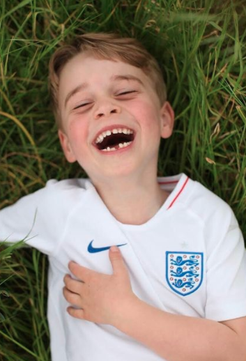 Photo of Prince George in England jersey marks sixth birthday, photo on display in Kensington palace living room
