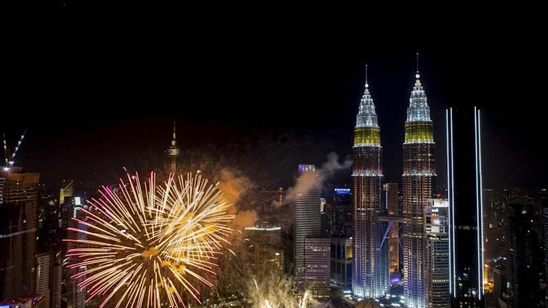 Bid goodbye to 2019 and welcome the New Year at some of the big countdown events in town. ― Bernama Pic