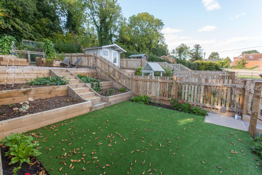 <p>Yes! We always wanted to grow our own food and live a more simple life in the country and that's exactly what this cottage offers! With easy to maintain beds ready for planting and a charming decked terrace on top, this garden doesn't need to be one iota bigger to make a lasting impact!</p>  Credits: homify / Hampshire Design Consultancy Ltd.