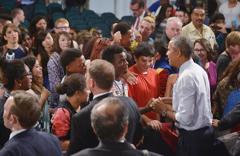 US President Barack Obama greets students and families on September 14, 2015 at North High School in Des Moines, Iowa