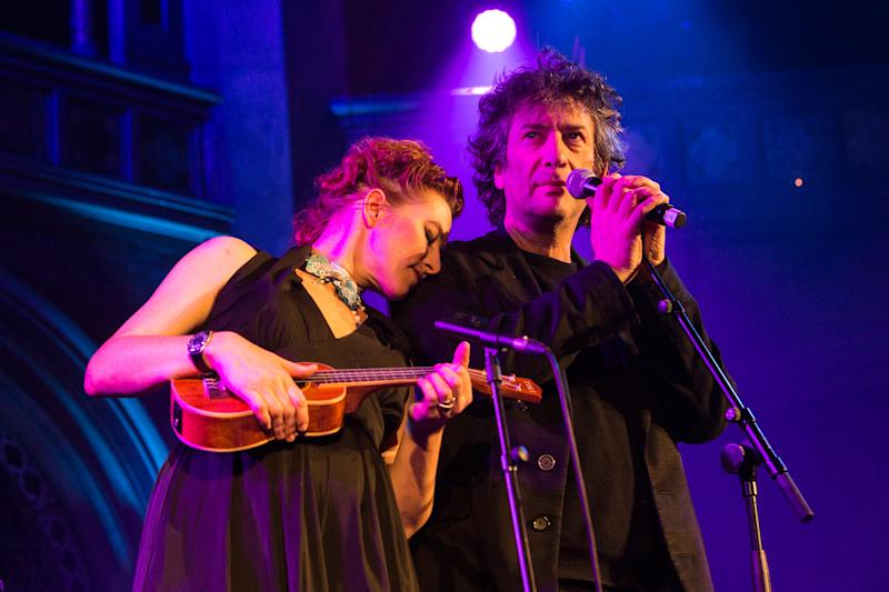 Amanda Palmer and Neil Gaiman perform at the Union Chapel on November 16, 2017 in London, England. (Photo by Lorne Thomson/Redferns)