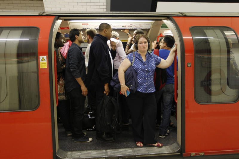 Subway delays hit London's Olympic Park