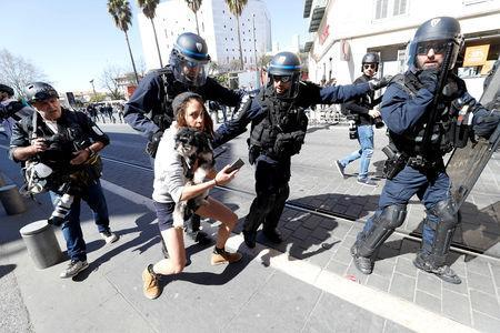 """Riot police try to disperse a protester as French """"yellow vests"""" stage their 19th round of protests in Nice, France, March 23, 2019. REUTERS/Eric Gaillard"""