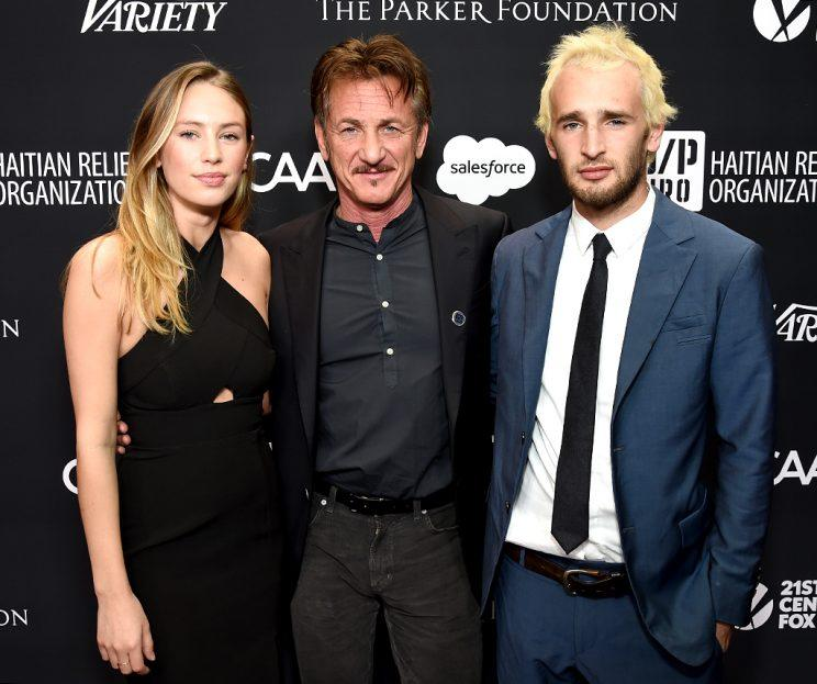Sean Penn was flanked by daughter Dylan and son Hopper at his Haiti Rising Gala. (Photo: Michael Kovac/Getty Images for J/P Haitian Relief Organization )