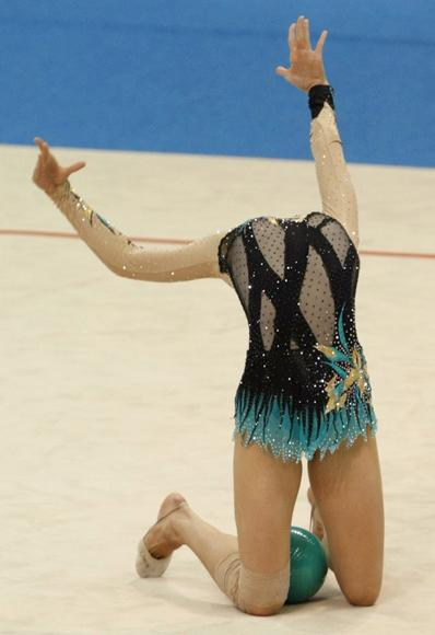 Liubou Charkashyna of Belarus performs during the individual ball competition final at the Rhythmic Gymnastics World Championships in Ise, Mie prefecture, central Japan, September 10, 2009. (REUTERS/Issei Kato)