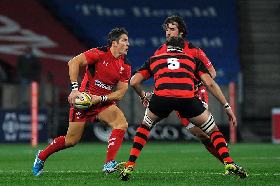 Gloucester will be hoping their raft of new signings, including Wales fly-half James Hook (L), will be able to use their experience of big matches when they take on Edinburgh in the Challenge Cup (AFP Photo/Gianluigi Guercia)