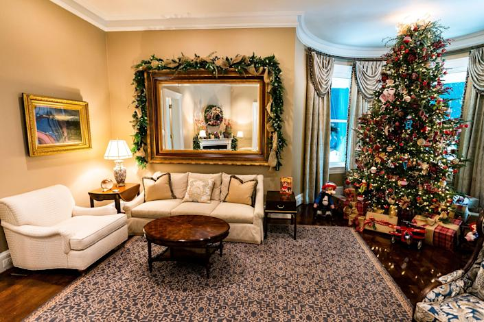 The vice president's official residence decorated for Christmas in 2020