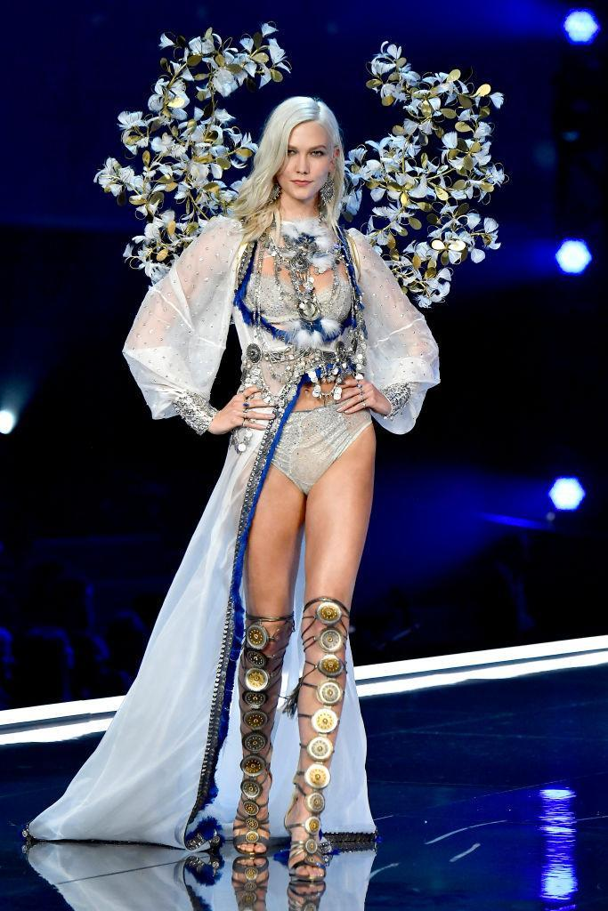 <p>The 25-year-old model returned to the runway in an angelic get-up – three years after her last Victoria's Secret show. <em>[Photo: Getty]</em> </p>
