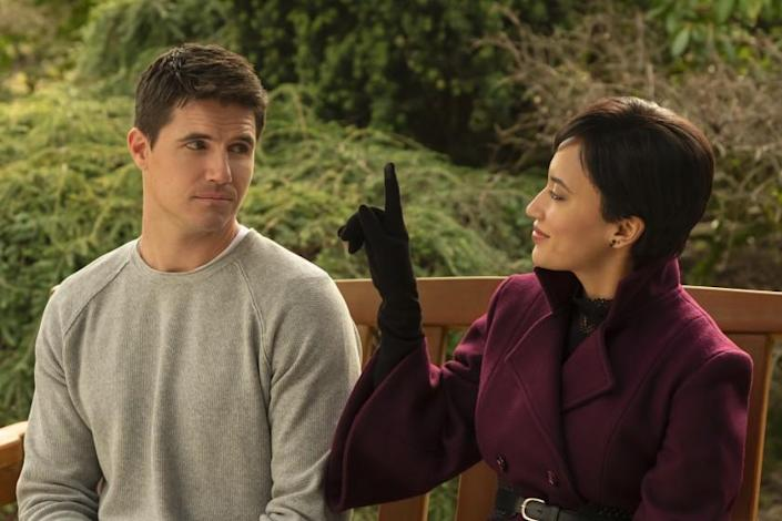 "Robbie Amell is living in a digital afterlife, with Andy Allo as his customer service representative in the Amazon Prime comedy ""Upload."" <span class=""copyright"">(Katie Yu/Amazon Studios)</span>"