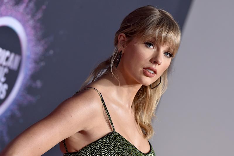 LOS ANGELES, CALIFORNIA - NOVEMBER 24: Taylor Swift attends the 2019 American Music Awards at Microsoft Theater on November 24, 2019 in Los Angeles, California. (Photo by Axelle/Bauer-Griffin/FilmMagic )