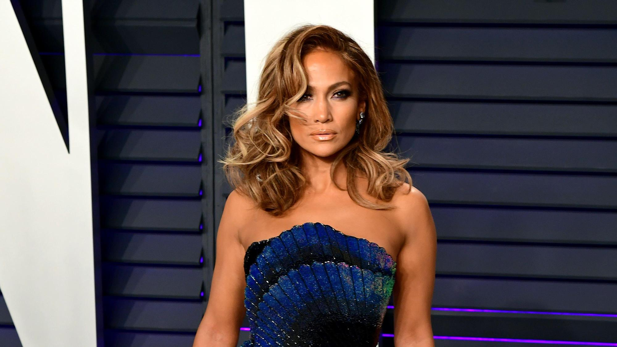 Jennifer Lopez recreates Love Don't Cost A Thing music video