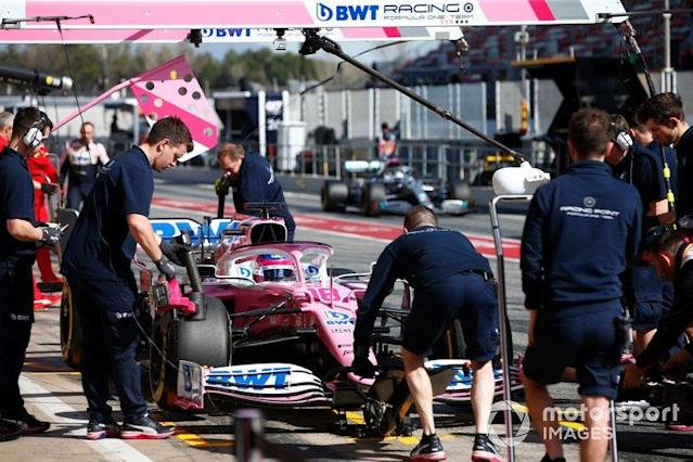 """Lance Stroll, Racing Point RP20, au stand <span class=""""copyright"""">Andrew Hone / Motorsport Images</span>"""