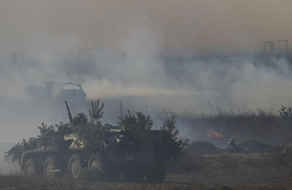 A Ukrainian military armoured personnel carrier takes part in a military exercise near the village of Goncharivske March 14, 2014. U.S. President Barack Obama said on Friday he still hopes for a diplomatic solution to the Ukraine crisis heading into a pivotal weekend. REUTERS/Gleb Garanich
