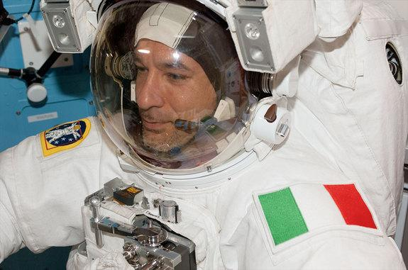 Italian Takeout: Italy's 1st Spacewalking Astronaut Shares Tiramisu in Space