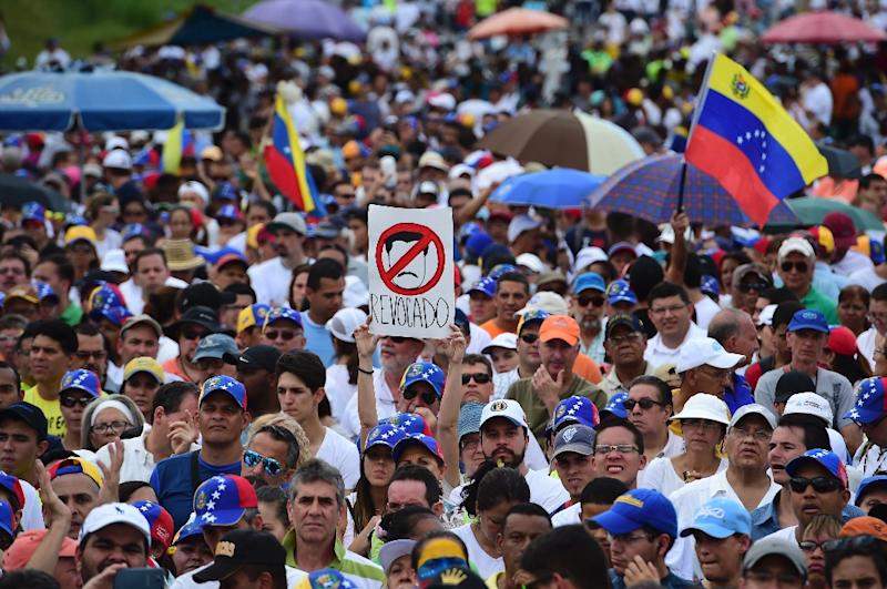 The opposition, which maintains there are 100 political prisoners in Venezuela, was enraged when electoral authorities last month halted a drive to hold a recall referendum against Maduro (AFP Photo/Ronaldo Schemidt)