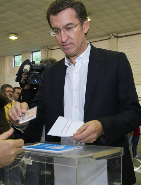 Galician President, Alberto Nunez Feijoo, also Popular Party's candidate for president of the Galician regional government, votes in Vigo, northwestern Spain, Sunday Oct. 21, 2012. Almost 4.5 million people will go to the polls Sunday in regional elections in Spain's turbulent Basque region and in Galicia. (AP Photo/Lalo R. Villar)