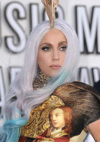 <p>Gaga wore a Renaissance art-inspired gown to make her grand entrance!</p>