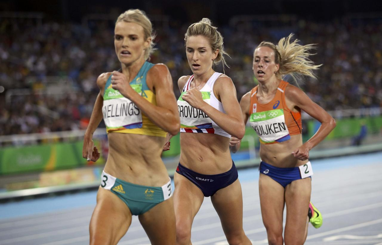 2016 Rio Olympics - Athletics - Final - Women's 5000m Final - Olympic Stadium - Rio de Janeiro, Brazil - 19/08/2016. Eloise Wellings (AUS) of Australia, Karoline Bjerkeli Grovdal (NOR) of Norway and Susan Kuijken (NED) of Netherlands compete. REUTERS/Phil Noble FOR EDITORIAL USE ONLY. NOT FOR SALE FOR MARKETING OR ADVERTISING CAMPAIGNS.