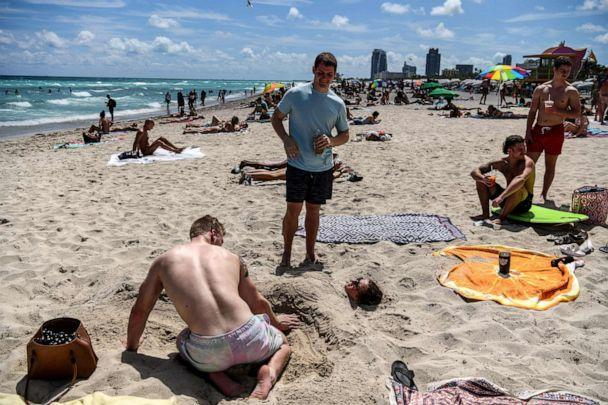 PHOTO: Tourists relax on the beach in Miami Beach, Florida, on March 18, 2020. (Chandan Khanna/AFP via Getty Images)