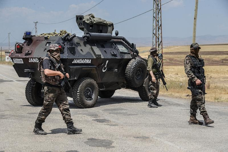 Auto bomb hits army outpost in Turkey; at least 1 dead