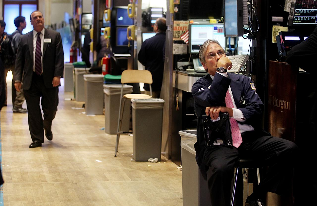 NEW YORK, NY - AUGUST 08:  Traders work on the floor of the New York Stock Exchange during afternoon trading on August 8, 2011 in New York City. The Dow finished down more than 600 points after Standard and Poor's downgraded the U.S. credit rating.  (Photo by Mario Tama/Getty Images)