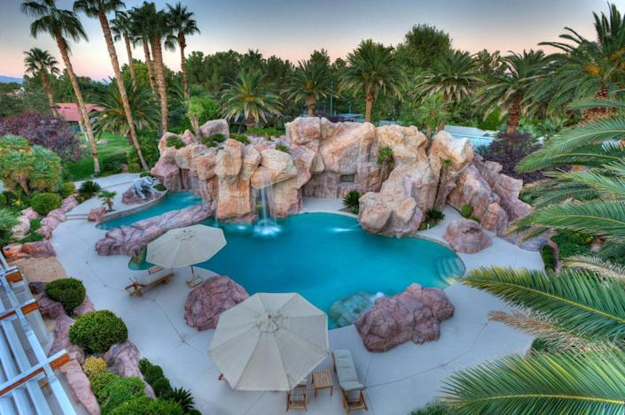 """<p>A view looking down on the pool area. (All photos via <a href=""""http://bit.ly/1OjQdjg"""" rel=""""nofollow noopener"""" target=""""_blank"""" data-ylk=""""slk:Concierge Auctions listing"""" class=""""link rapid-noclick-resp"""">Concierge Auctions listing</a>)<br></p>"""