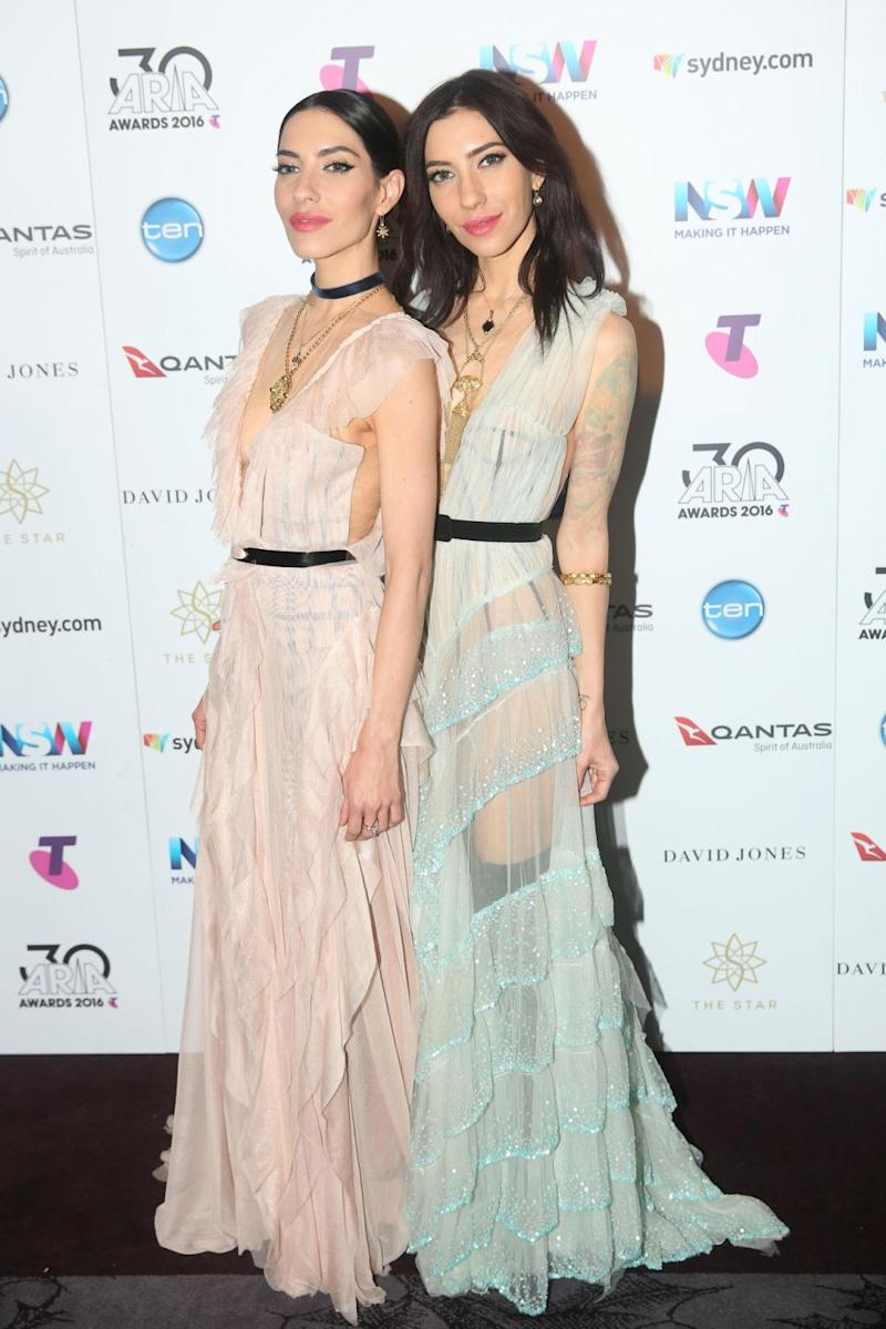 Last month, Lisa (L) distanced herself from sister Jessica (R) on Twitter. The pair are pictured here at the 2016 ARIA Awards. Source: Getty