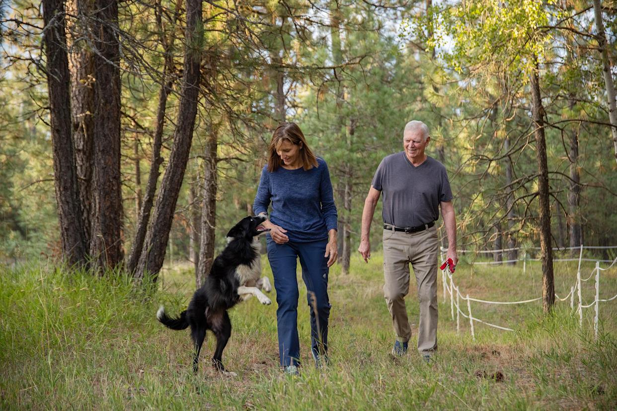 Carole and Verne King with their border collie, Katie, at their home in Deer Park, Wash., Sept. 20, 2019. (Rajah Bose/The New York Times)