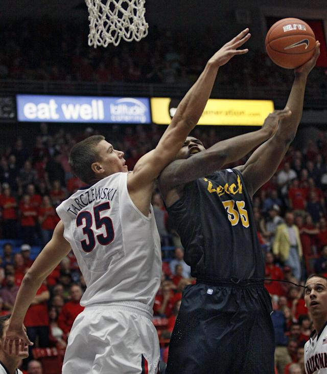 Long Beach State's Dan Jennings, right, shoots over Arizona's Kaleb Tarczewski, left, in the first half of an NCAA college basketball game, Monday, Nov. 11, 2013 in Tucson, Ariz. (AP Photo/Wily Low)