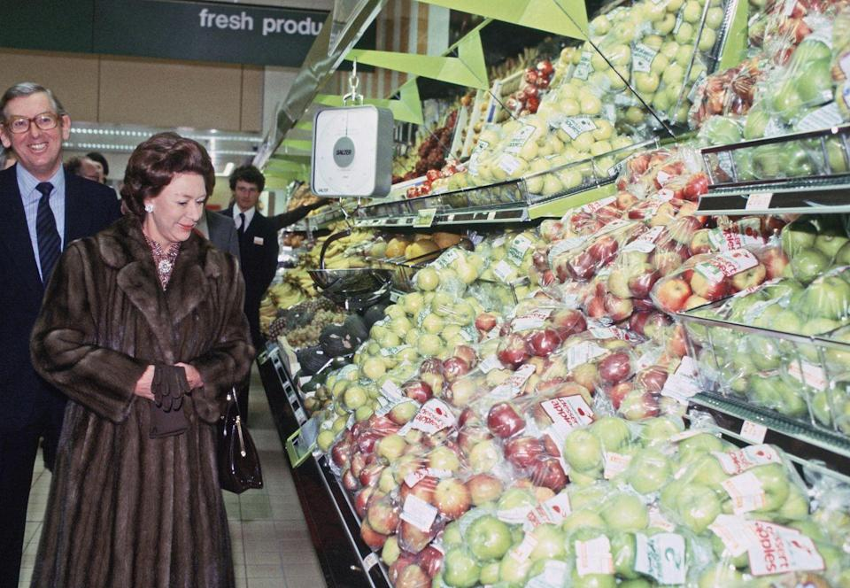 <p>Princess Margaret makes shopping looks glamorous. Here, she is at the The Sainsbury's Supermarket grand opening in Bath.</p>