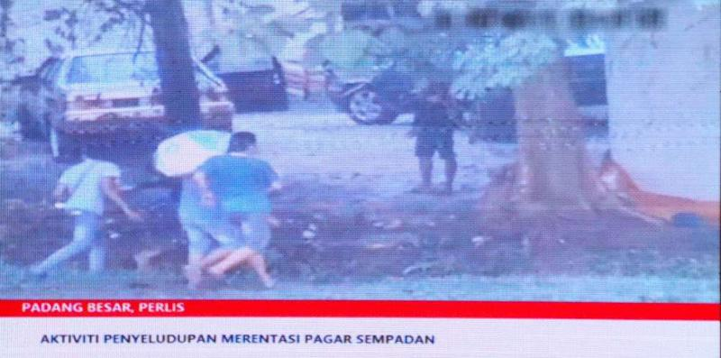 Screenshot of a video showing evidence of corruption along the Malaysia-Thai border in Perlis involving local law enforcement agencies.