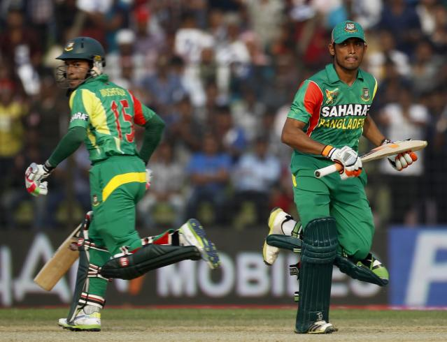 Bangladesh's Anamul Haque and captain Mushfiqur Rahim (L) run between the wickets during their Asia Cup 2014 one-day international (ODI) cricket match against India in Fatullah February 26, 2014. REUTERS/Andrew Biraj (BANGLADESH - Tags: SPORT CRICKET)