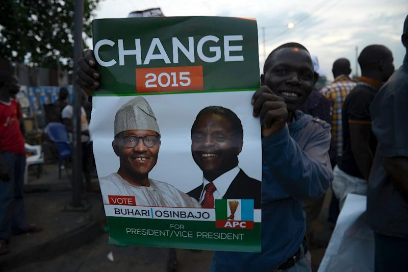 Supporters of All Progressives Congress (APC) celebrate on March 31, 2015 in Lagos (AFP Photo/Pius Utomi Ekpei)