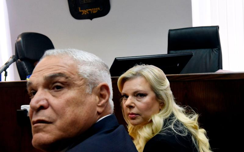 Sara Netanyahu, wife of Israeli Prime Minister Benjamin Netanyahu, and her lawyer Yossi Cohem (L) wait for the judge to arrive at the Magistrate's Court in Jerusalem on June 16, 2019 - AFP