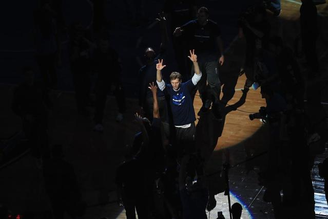 "<a class=""link rapid-noclick-resp"" href=""/nba/players/3252/"" data-ylk=""slk:Dirk Nowitzki"">Dirk Nowitzki</a> will stay in the spotlight in Dallas. (Ronald Martinez/Getty Images)"