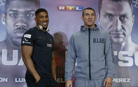 Britain Boxing - Anthony Joshua & Wladimir Klitschko Press Conference - Sky Central - 27/4/17 Anthony Joshua and Wladimir Klitschko pose during the press conference Action Images via Reuters / Andrew Couldridge Livepic