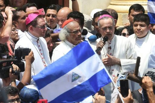 A group of bishops led by Cardinal Leopoldo Brenes (C) came to the Nicaraguan city of Masaya to show support for the locals, who say they are the target of pro-Ortega forces