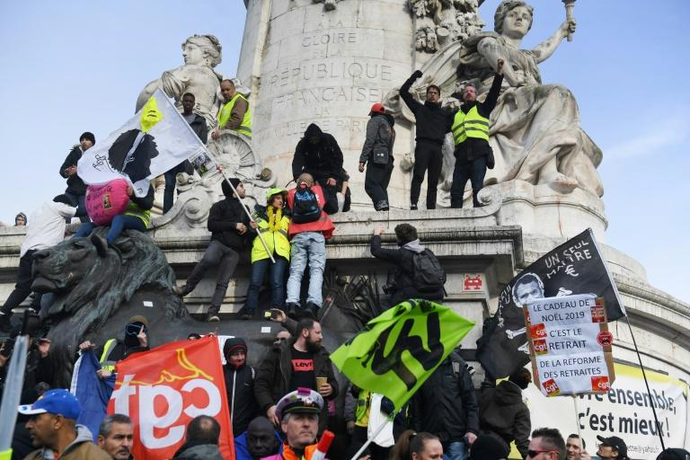 Teachers, hospital workers and other public employees joined transport workers for the third day of marches since the dispute began on December 5 (AFP Photo/Alain JOCARD)