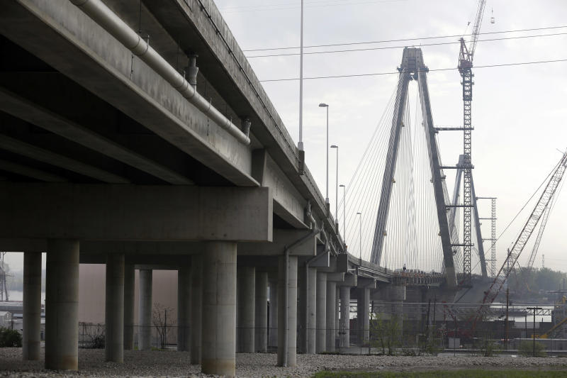 St. Louis bridge name draws river of disagreement