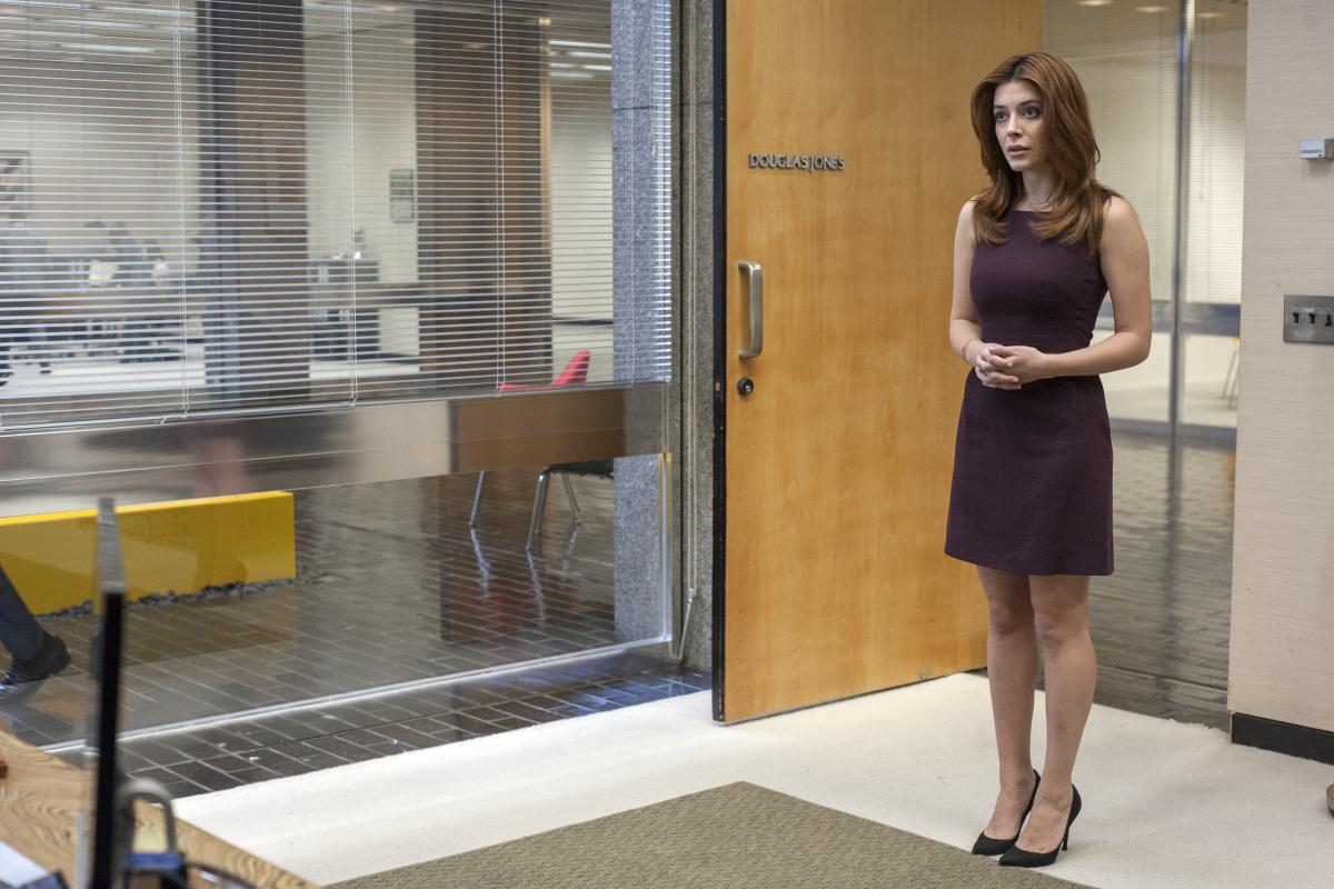 <p>Elena Satine as Rhonda in Showtime's <em>Twin Peaks</em>.<br /> (Photo: Suzanne Tenner/Showtime) </p>
