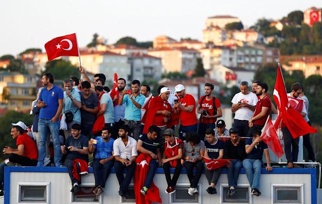 <p>People attend a ceremony marking the first anniversary of the attempted coup at the Bosphorus Bridge in Istanbul, Turkey, July 15, 2017. (Photo: Osman Orsal/Reuters) </p>