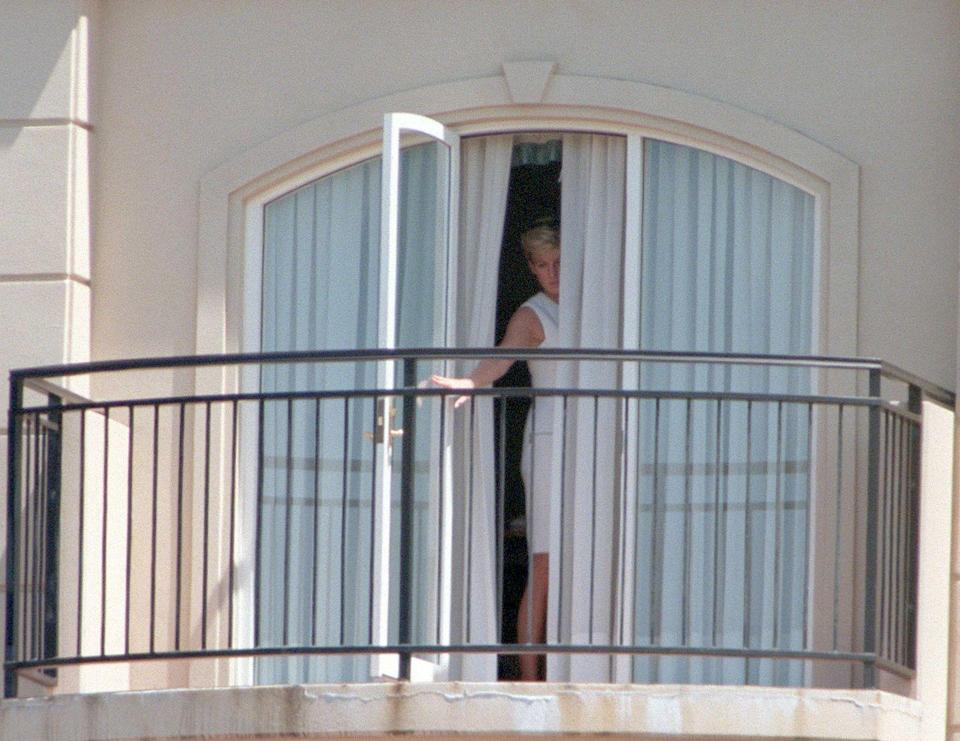 <p>The Princess of Wales is snapped on the balcony of the Ritz Carlton in Sydney, Australia.</p>