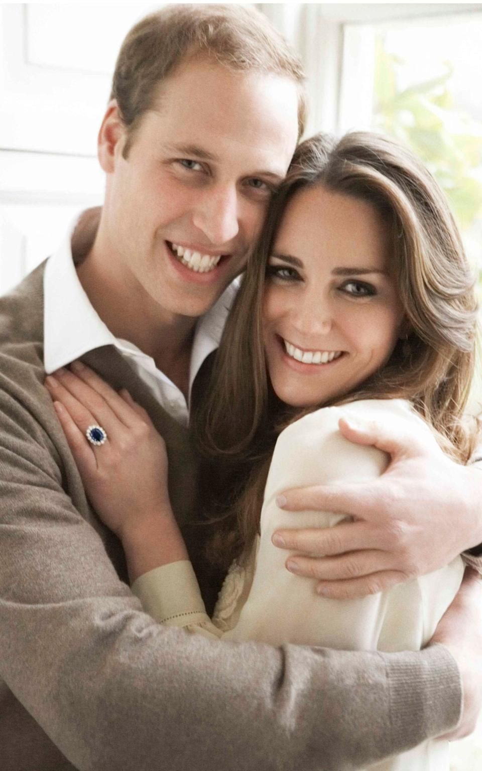 Kate Middleton wearing the sapphire and diamond Garrard ring that previously belonged to Princess Diana, in the official engagement portrait with Prince William - Mario Testino