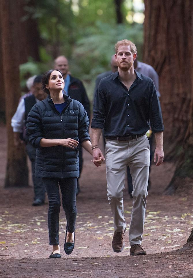 """<p>On the final day of the royal tour, Meghan and Prince Harry slipped into more relaxed looks. While Prince Harry wore a button-down and trousers, Meghan bundled up in her Givenchy sweater and <a rel=""""nofollow"""" href=""""https://go.skimresources.com/?id=74968X1525081&xs=1&isjs=1&url=https%3A%2F%2Fwww.altitude-sports.com%2Fproducts%2Fnorrona-mens-oslo-lightweight-down850-jacket-llll-nor-4821-18&xguid=69b0b18a5319d3ffb5570f4514def6be&xuuid=8f853ca140d9446f874d354c6b8dba09&xsessid=&xcreo=0&xed=0&sref=https%3A%2F%2Fwww.marieclaire.com%2Fpreview%2FeyJpZCI6Ijg1OGY1MjRjLWZiZmItNGNjNi04N2IzLThhM2MxOTYxZDAwOSIsInR5cGUiOiJjb250ZW50IiwidmVyc2lvbiI6MCwidmVyc2lvbmVkIjpmYWxzZSwidmVyc2lvbl9jcmVhdGVkX2F0IjoiIn0%3D%2F&xtz=240&jv=13.11.4-stackpath&bv=2.5.1"""">Norrøna puffer jacket</a>. She re-wore her Mother jeans with a pair of Birdie slippers.<br></p>"""