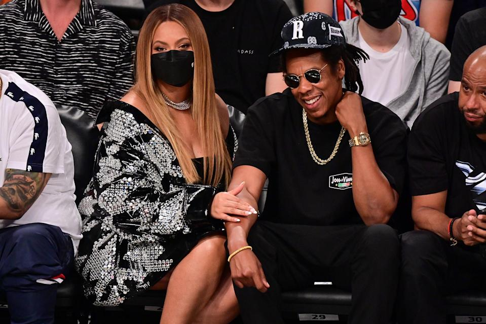 <p>Beyoncé and Jay-Z get close at the Brooklyn Nets vs. Milwaukee Bucks game in N.Y.C.</p>