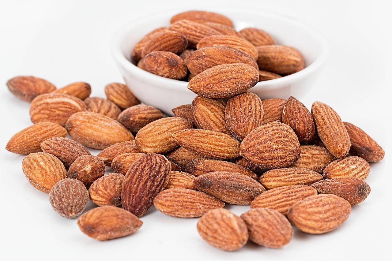 <p>Almonds are full of nutrients like fiber, good fat, Vitamin E and antioxidants. Almonds, if eaten in the morning on an empty stomach, are the most beneficial. Soak 10- 11 almonds overnight and consume them in the morning, immediately after waking up and do the same at night. </p>