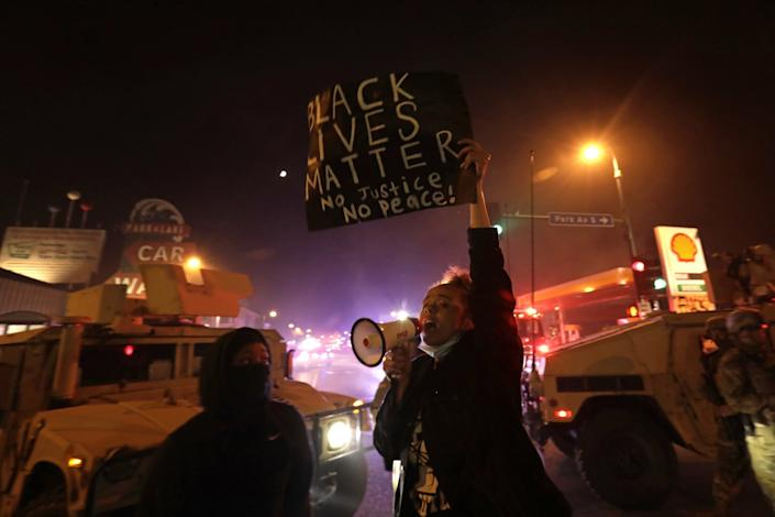 """Protesters gather in Minneapolis in response to the death of George Floyd. <span class=""""copyright"""">(Carolyn Cole/Los Angeles Times)</span>"""