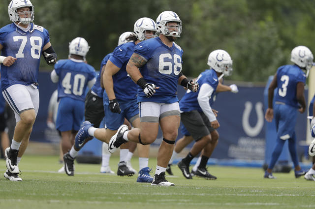 Indianapolis Colts' guard Matt Slauson, No. 68, played all of last Thursday's game against New England despite breaking two vertebrae in his back in the third quarter. (AP)