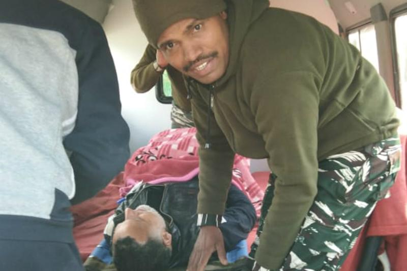 CRPF Man Saves Kashmiri Poll Officer's Life by Following Doctor's Instructions on Phone