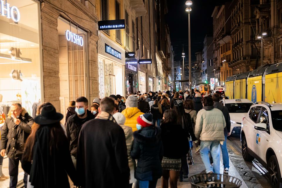 Shopping streets crowded during the first day of Yellow Zone in Lombardy during the Coronavirus (Covid-19) pandemic on December 13, 2020 in Milan, Italy (Photo by Alessandro Bremec/NurPhoto via Getty Images)